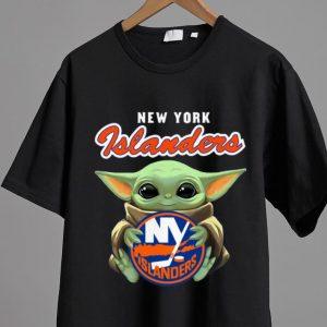 Pretty Star Wars Baby Yoda Hug New York Islanders shirt