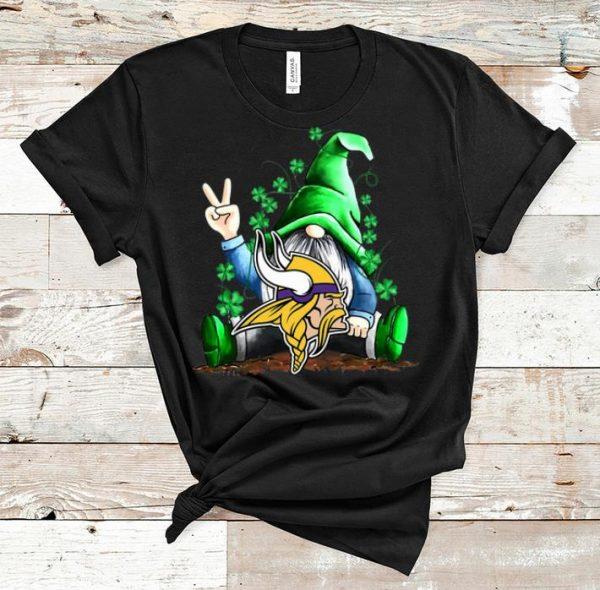 Premium Lucky Gnomes Hug Minnesota Vikings St Patrick's Day shirt