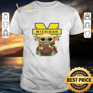 Cool Baby Yoda hug Michigan Wolverine Star Wars Mandalorian shirt