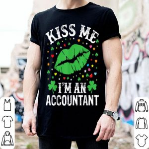Nice Kiss Me I'm Accountant Kiss Lips Shamrock St Patricks Day shirt
