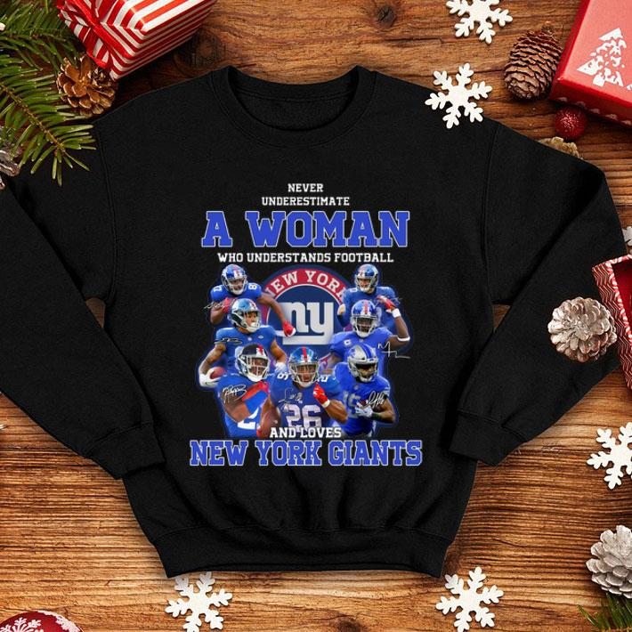 Never underestimate a woman who understands New York Giants shirt