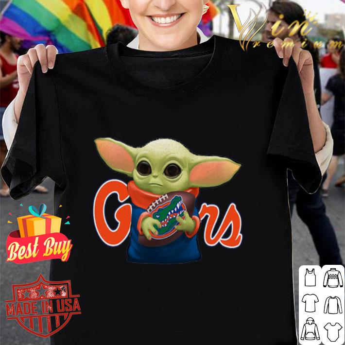 Baby Yoda hug Florida Gators Star Wars Mandalorian shirt