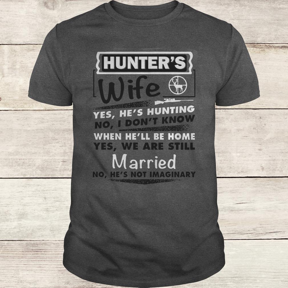 Awesome Hunter's Wife Shirt Classic Guys / Unisex Tee