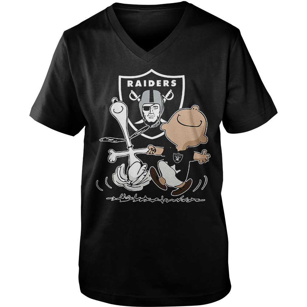Charlie Brown And Snoopy: Oakland Raiders T-Shirt Guys V-Neck