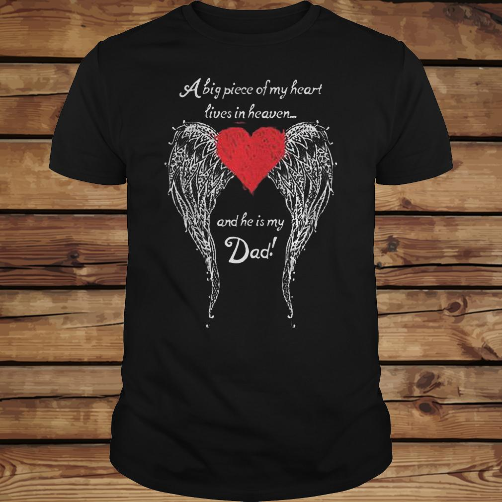 A big piece of my heart lives in heaven and he is my dad shirt Classic Guys / Unisex Tee
