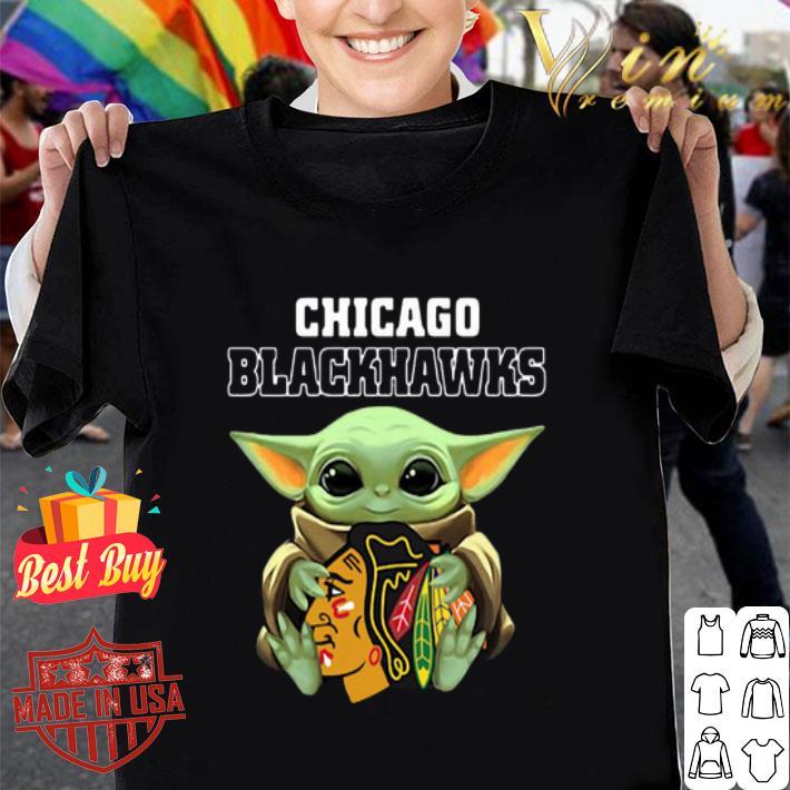 Baby Yoda Hug Chicago Blackhawks Star Wars Mandalorian shirt