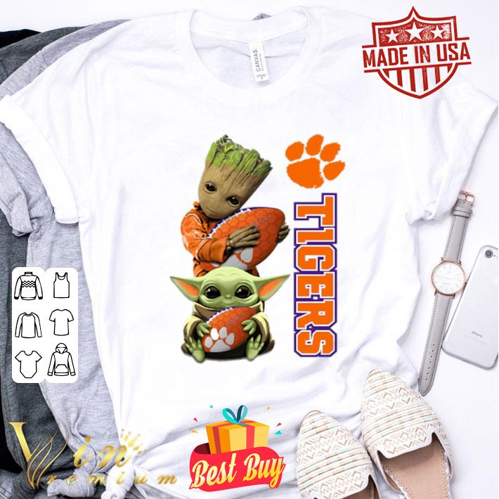 Baby Groot and Baby Yoda hug Clemson Tigers Star Wars shirt